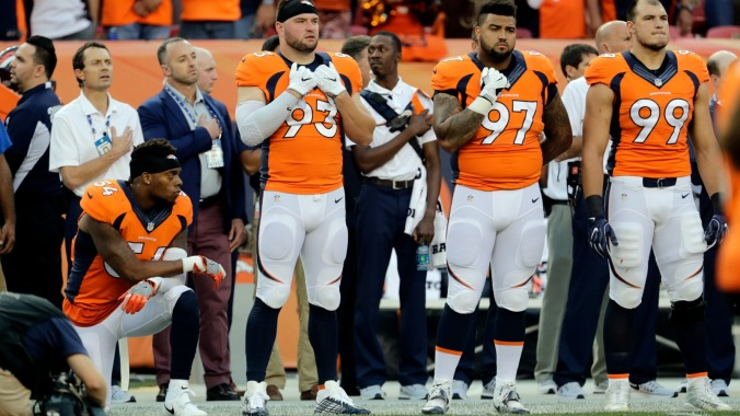 090816-nfl-denver-broncos-brandon-marshall-kneeling-national-anthem-panthers-carolina-pi-1